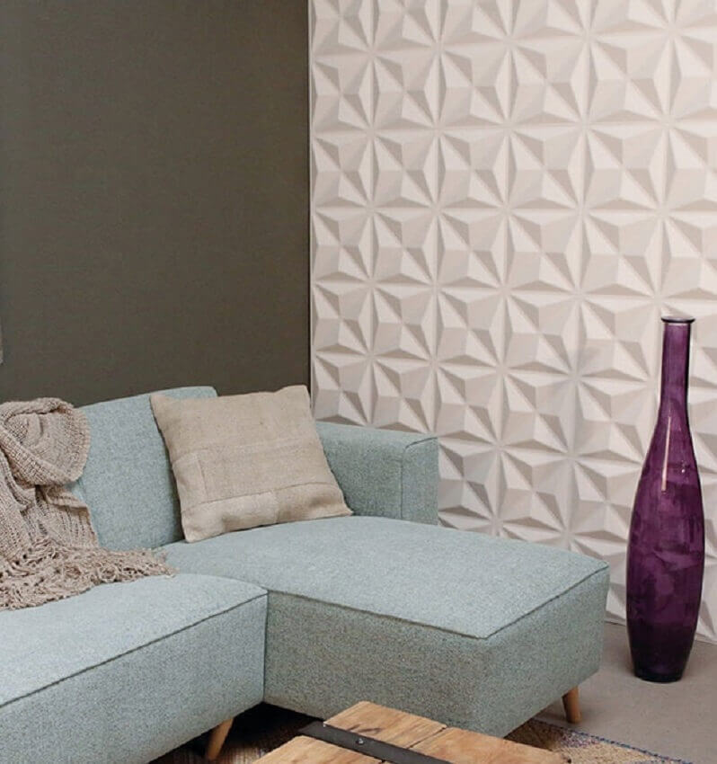 Revestimento 3D parede para sala decorada com sofá azul claro