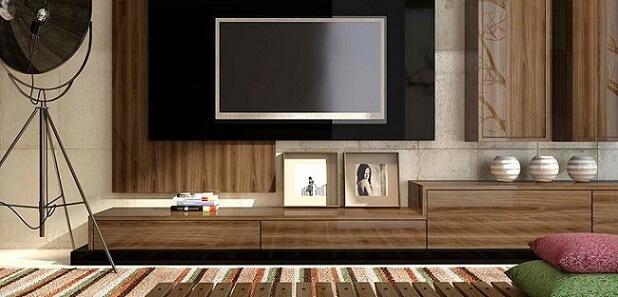 Sala de TV com móveis de madeira painel e rack Foto de Duratex Madeira