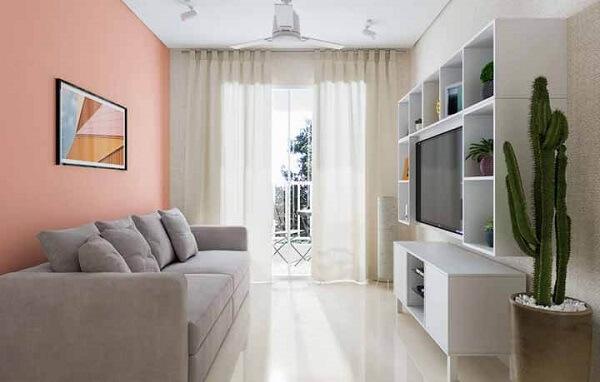 Sala iluminada e clean com porcelanato bege