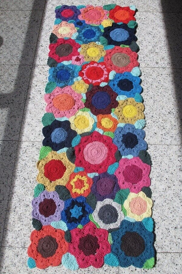 Tapete de crochê com flores coloridas Foto Ponto dos Bordados
