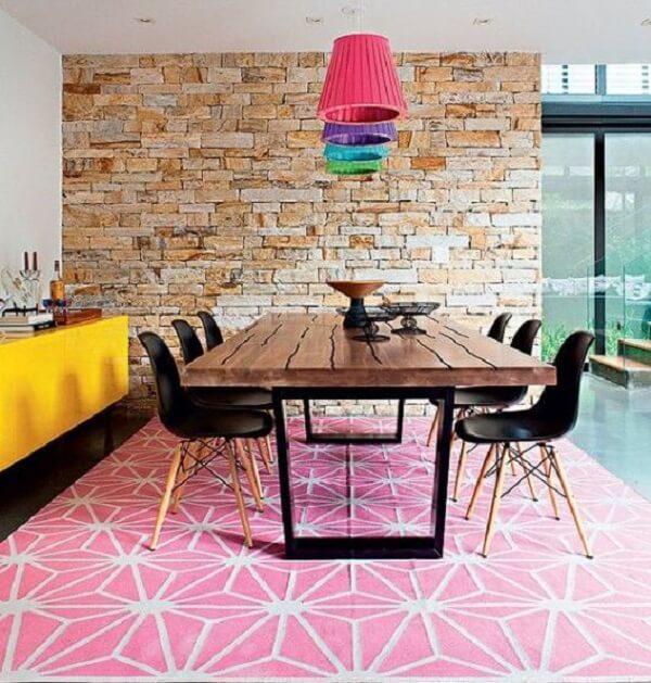 Tapetes para sala de jantar retrô na cor rosa