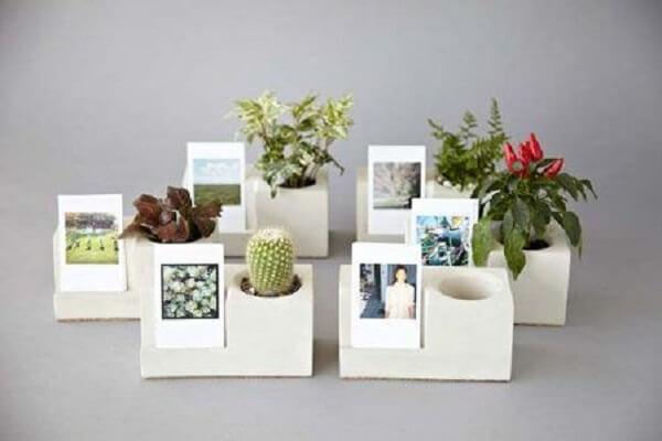 Vaso de cimento e porta-retrato formam uma dupla incrível