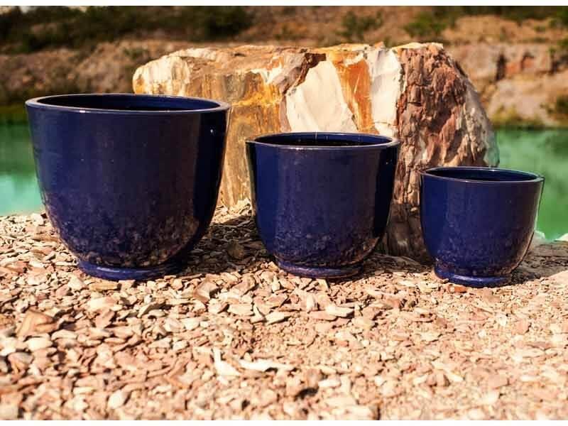 Vasos de cerâmica azuis escuros Foto de Terra Asia