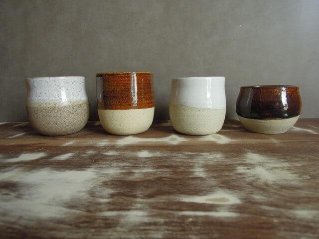 Vasos de cerâmica com pinturas em duas cores Foto de Ceramicaria