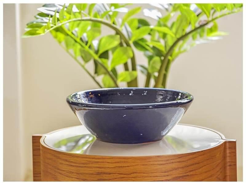 Vasos de cerâmica em decoração de ambiente interno Foto de Terra Asia