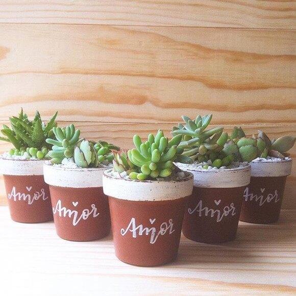 Vasos de cerâmica pequenos com suculentas Foto de Ateliê Mari Marchi