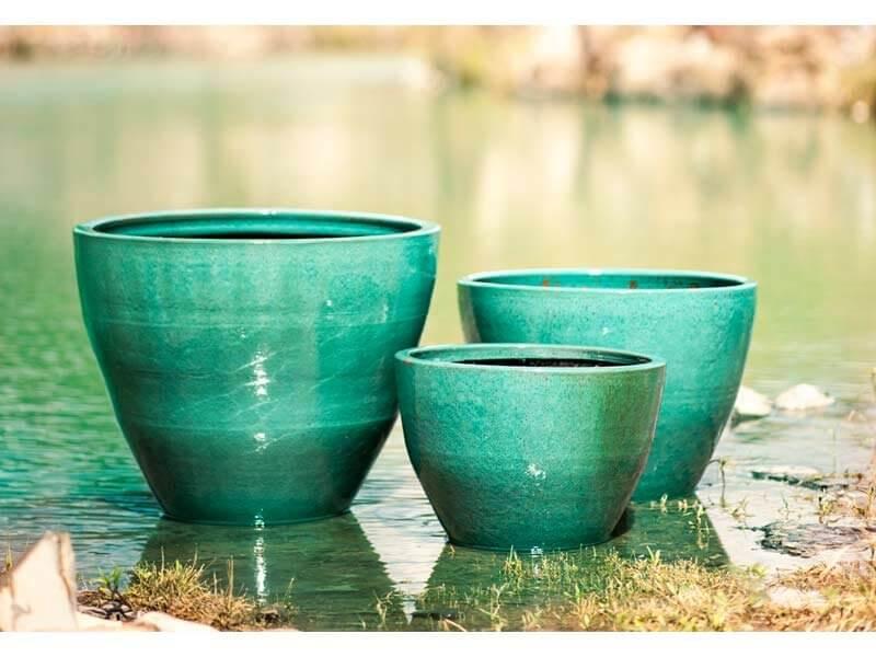 Vasos de cerâmica verde água Foto de Terra Asia