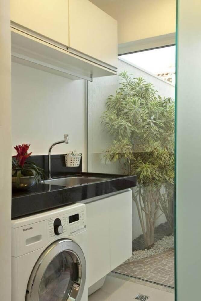 armário pequeno para lavanderia toda branca com parede de vidro Foto Pinterest