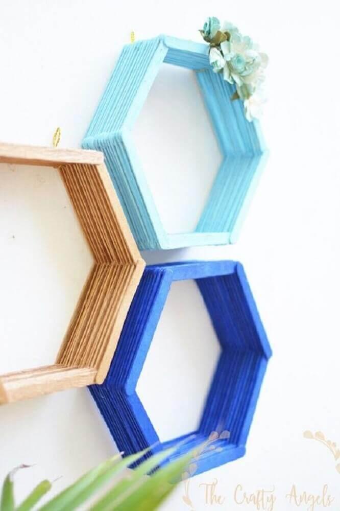 artesanato com palito de picolé - decoração com nichos artesanais coloridos Foto The Crafty Angels