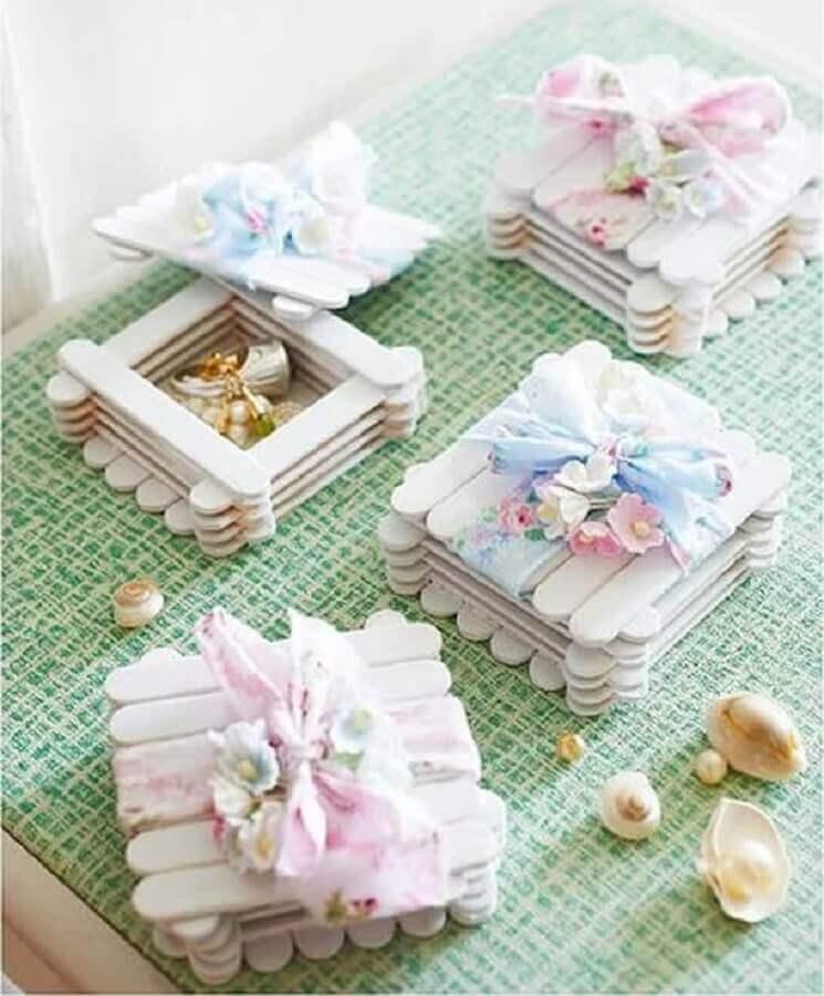 artesanato com palito de picolé - porta joia de palitos de sorvete com acabamento delicado  Foto Pinterest