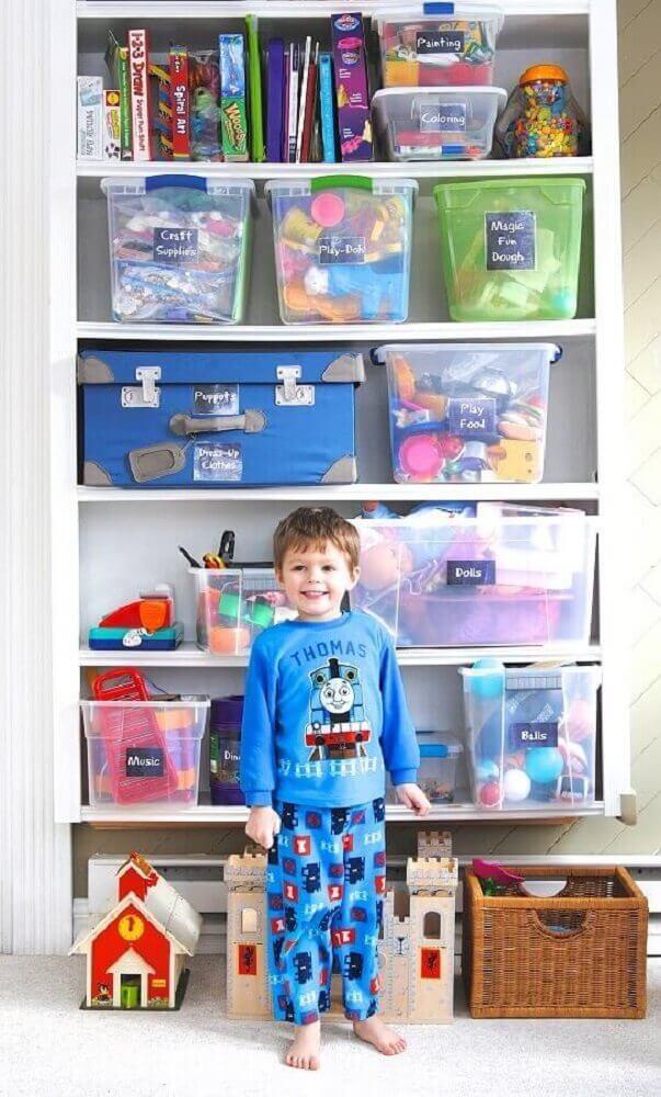 caixa organizada de plástico com tampa para organização de armário de brinquedos Foto Making Lemonade Blog
