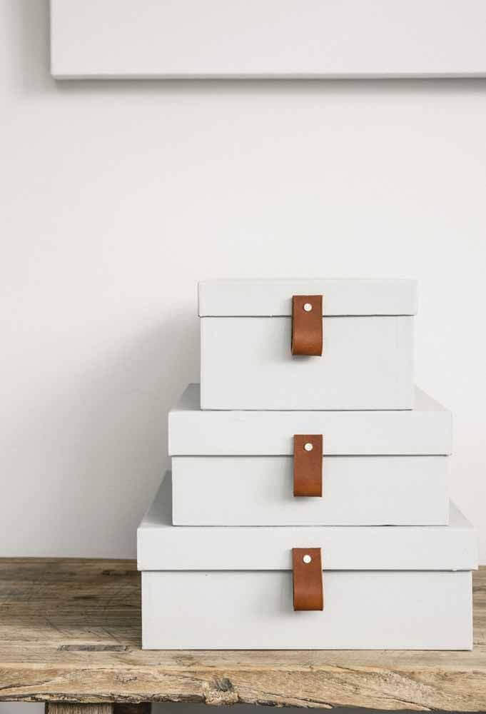 caixa organizadora branca com puxador de couro Foto Front Porch