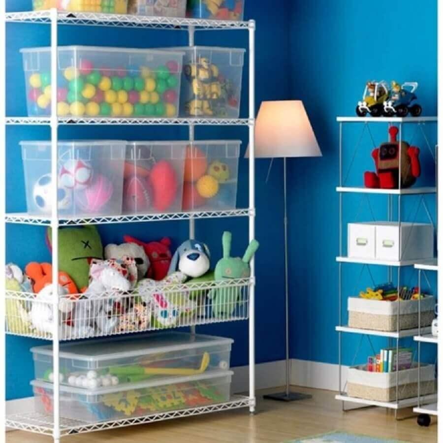 caixa organizadora com tampa para organização de brinquedos em estante aramada Foto Interiores Casas