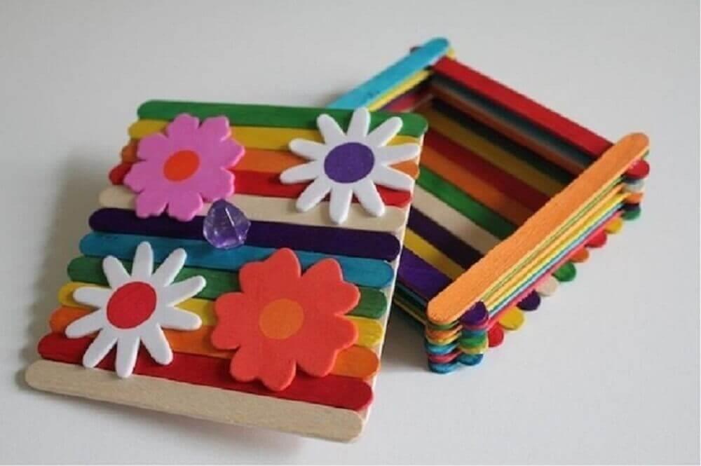 caixinha colorida personalizada de artesanato com palito de picolé Foto Artesanato é meu negócio