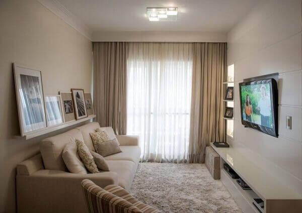 cor palha na parede de sala de tv