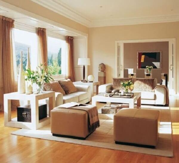 cor palha na sala de estar grande e luxuosa