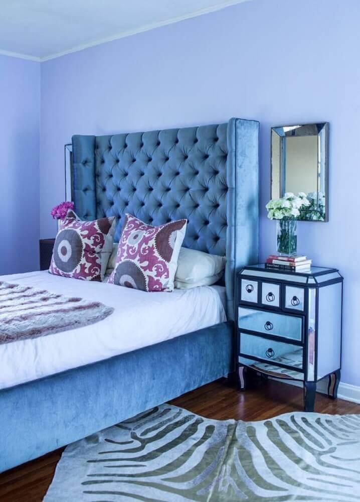 cores de quarto feminino com cabeceira cinza e parede azul Foto Danovel