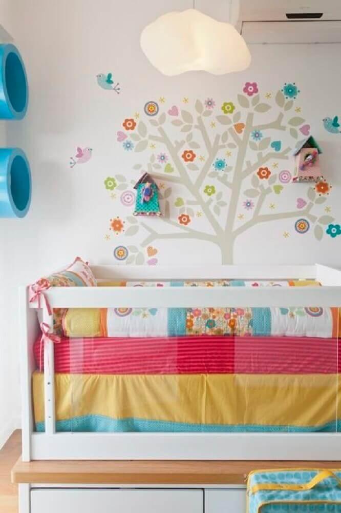 cores para pintar quarto feminino infantil com detalhes coloridos Foto Pinterest