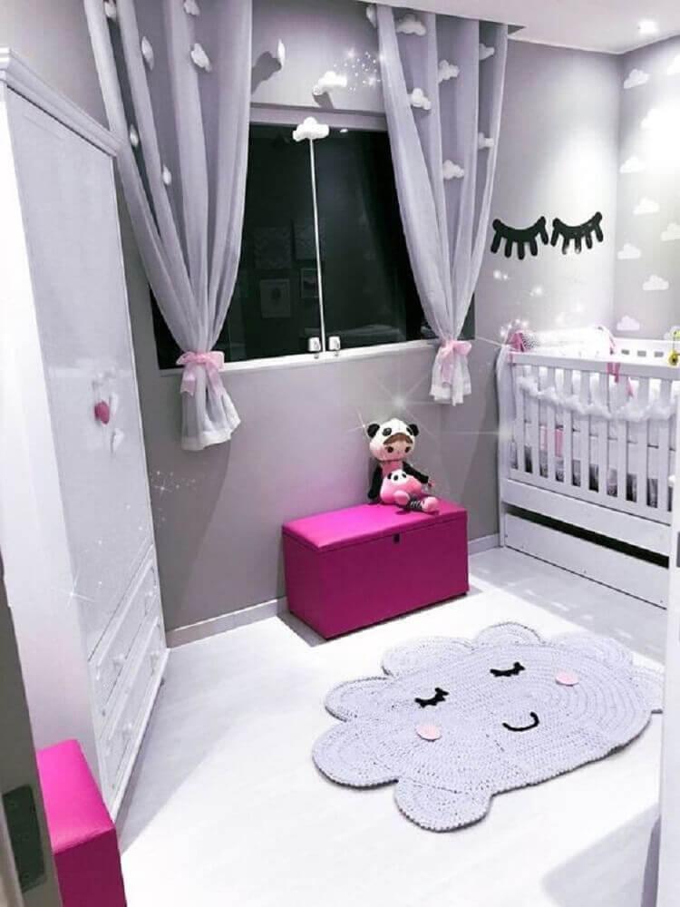 cores para quarto de bebê feminino cinza e rosa com papel de parede de nuvem Foto Élégant Lit