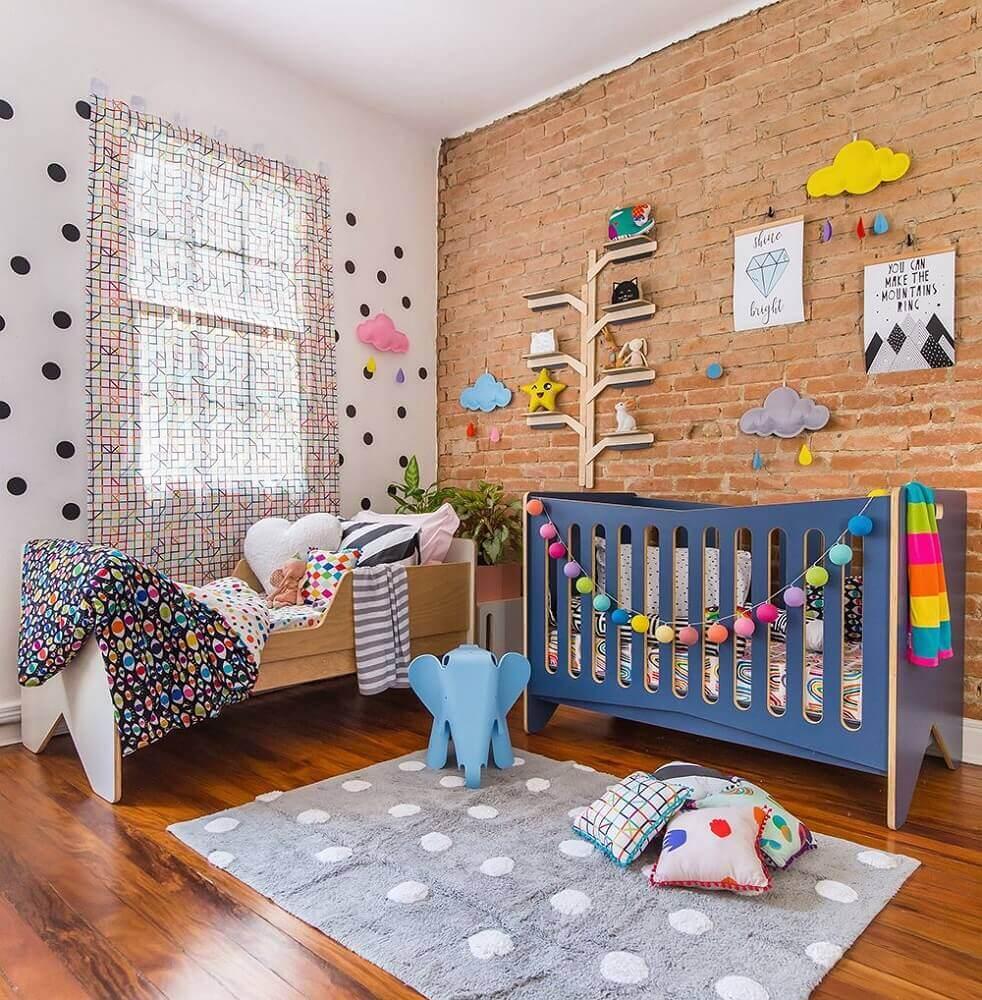 cores para quarto de bebê feminino colorido e moderno com parede de tijolinho à vista Foto Pinterest