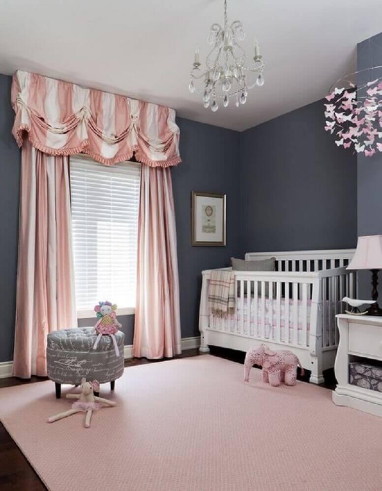 cores para quarto de bebê feminino com parede cinza e cortinas e tapete cor de rosa Foto We Heart It