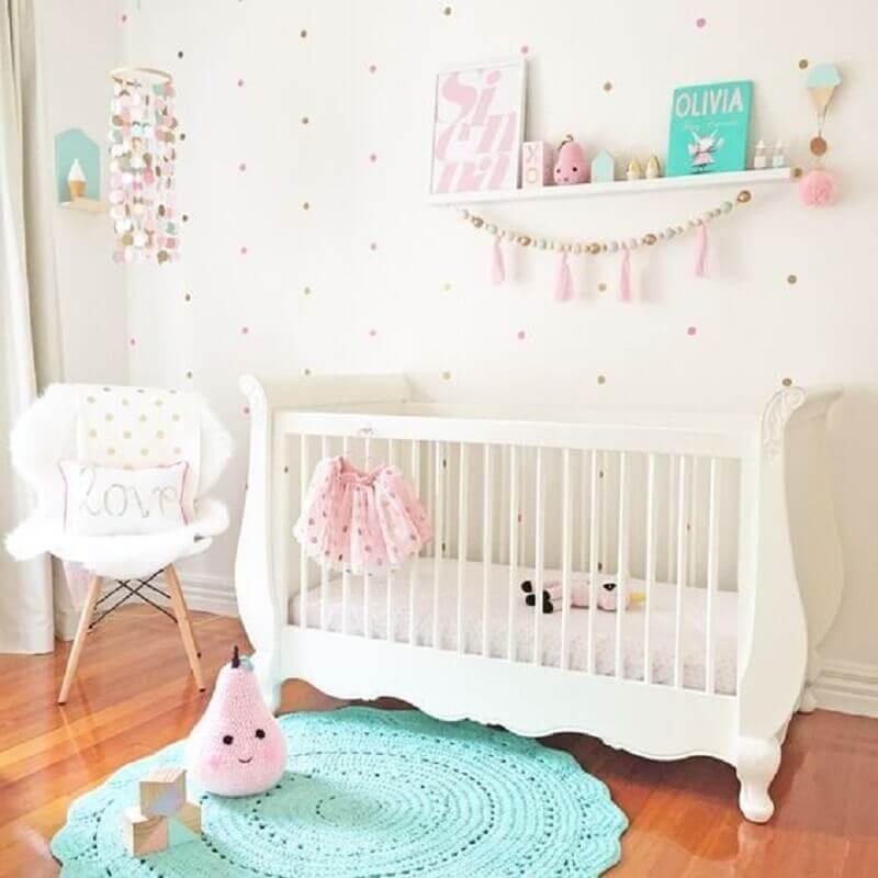 cores para quarto de bebê feminino decorado todo branco Foto Pinterest