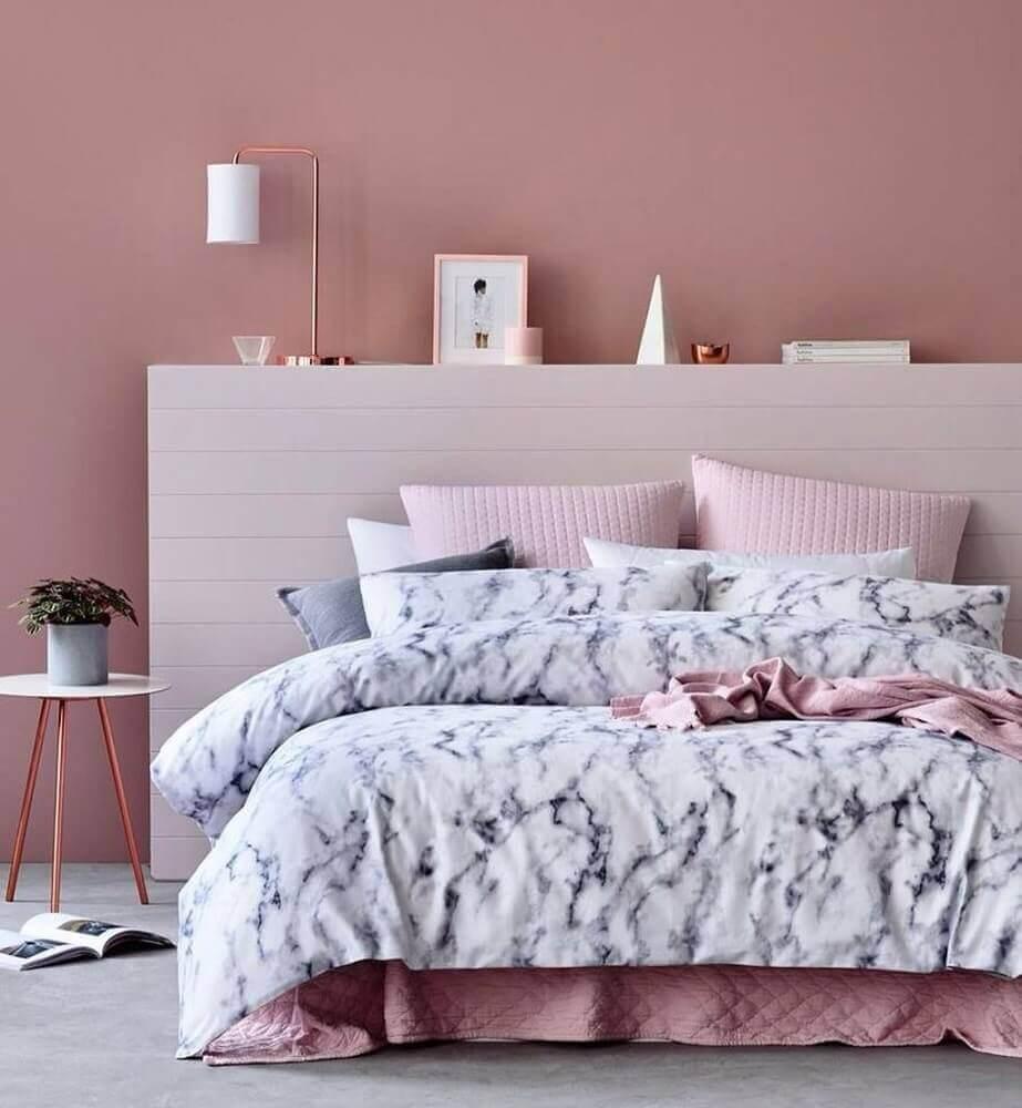 cores para quarto feminino jovem todo rosa com objetos decorativos em rose gold Foto MobMasker