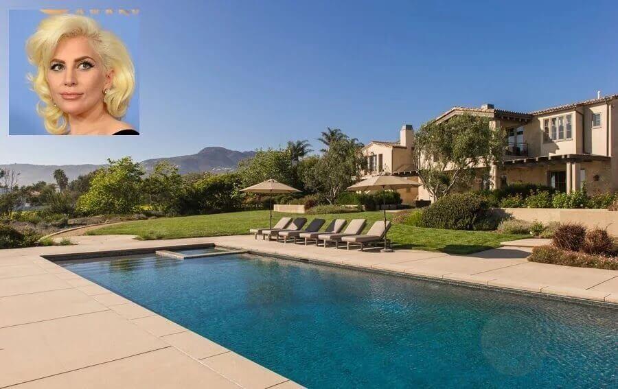 decoração área externa com piscina casa cantora Lady Gaga