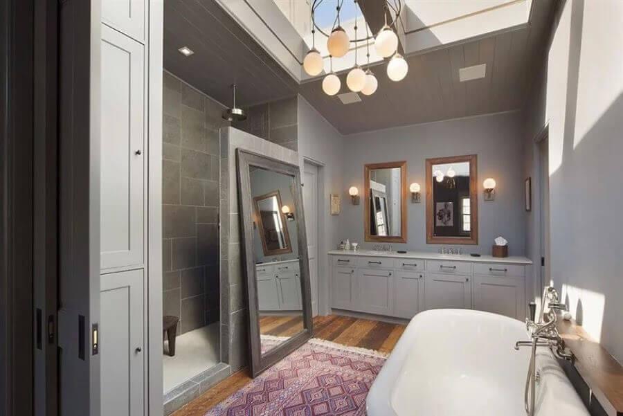 decoração banheiro amplo casa do ator Bradley Cooper
