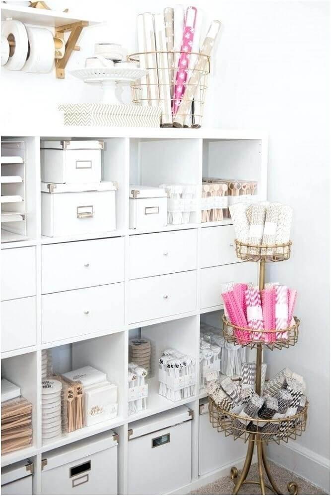 decoração clean para armário com caixa organizadora grande e pequena Foto Huis Decoreren Ideeën