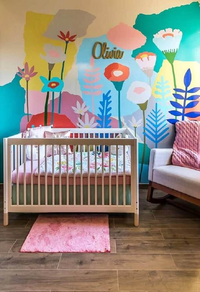decoração colorida para quarto de bebê com berço de madeira Foto Ideias Decor