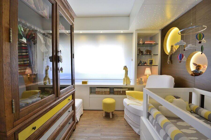 decoração com enfeites para quarto de bebê cinza e amarelo com nicho redondo embutido Foto BG Arquitetura