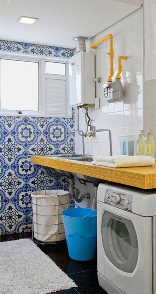 decoração com ladrilho hidráulico azul para lavanderia pequena e simples Foto Falk Art e Decoração