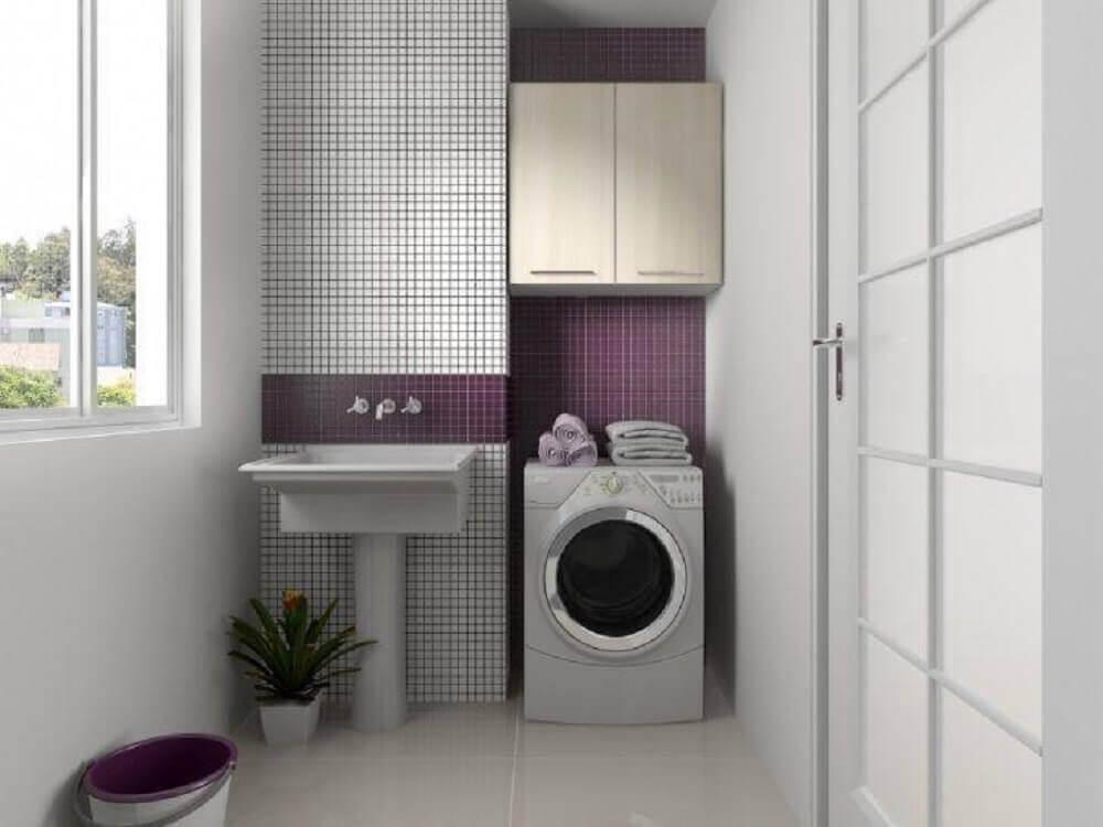 decoração com pastilhas brancas e roxas para lavanderia pequena e simples Foto Pinterest