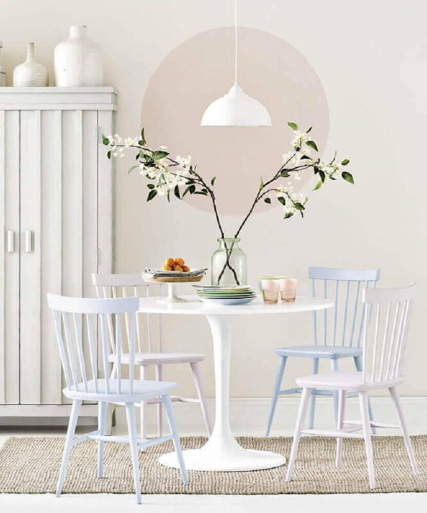 decoração com pendente sala de jantar pequena toda branca Foto Pinterest