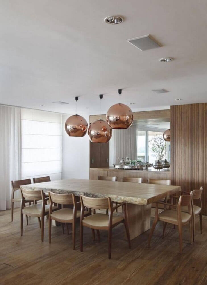 decoração com pendentes rose gold para sala de jantar em tons neutros com mesa de madeira Foto A1 Arquitetura