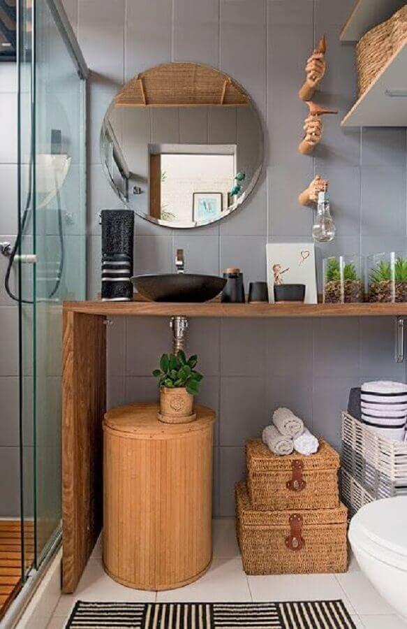 decoração de banheiro com caixa organizadora de fibra natural Foto INDI Studio