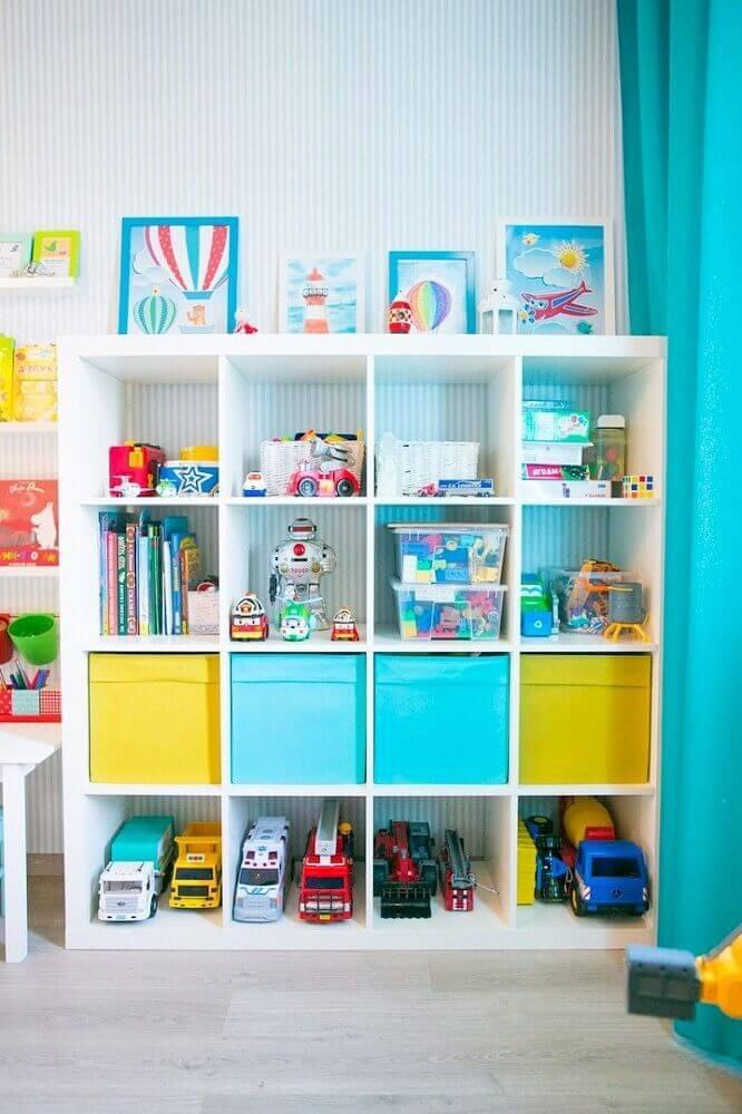 decoração de quarto infantil com caixa organizadora colorida Foto Yandex