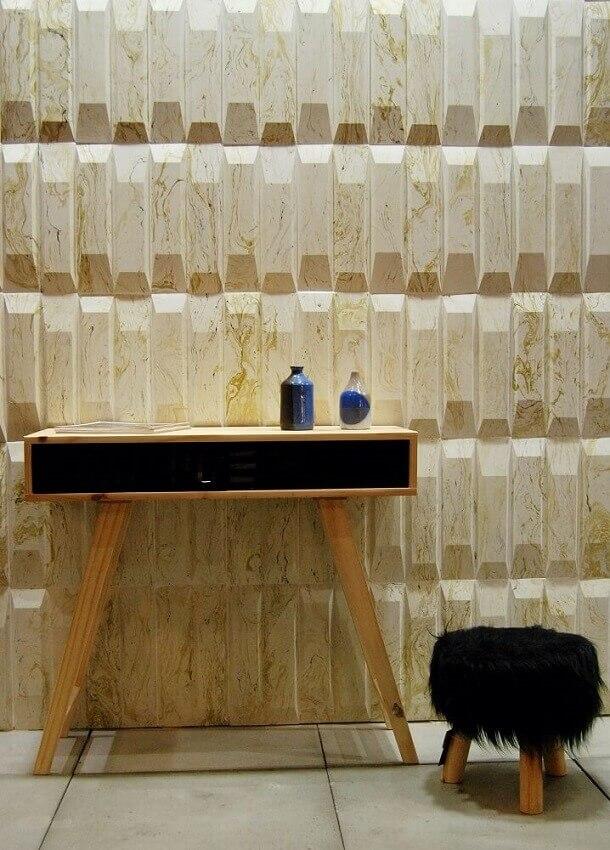 decoração em tons neutros com móveis de madeira e revestimento 3d parede para sala - coleção admirato (1)