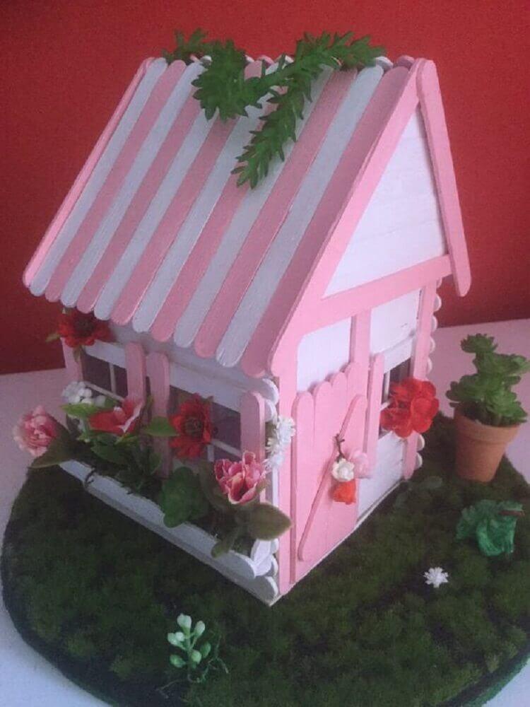 decoração feita com casinha de palitos de sorvetes Foto Craft Ideas