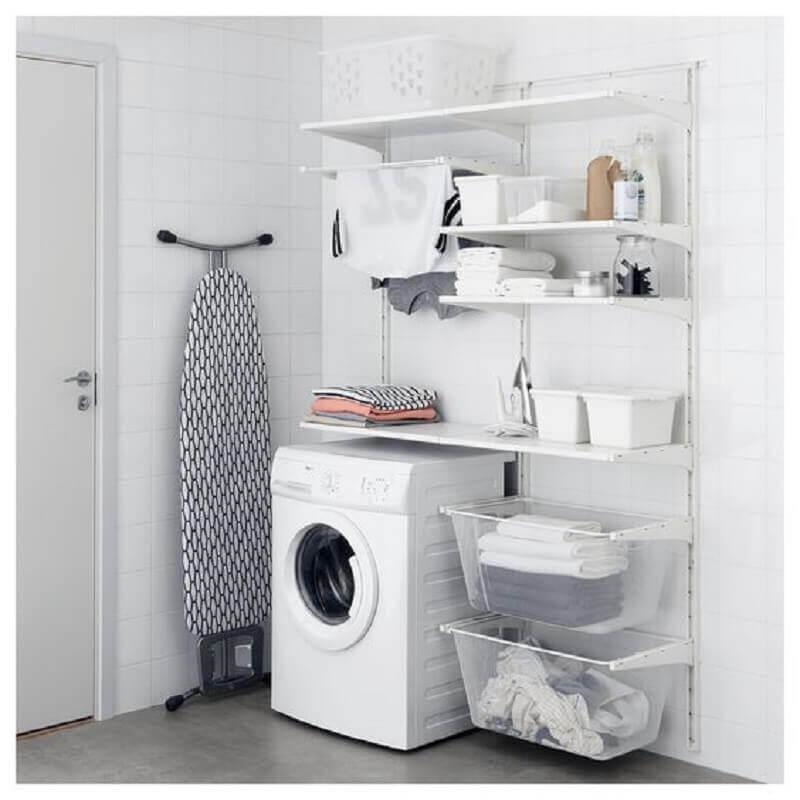 decoração lavanderia pequena com armário de prateleiras Foto Ikea