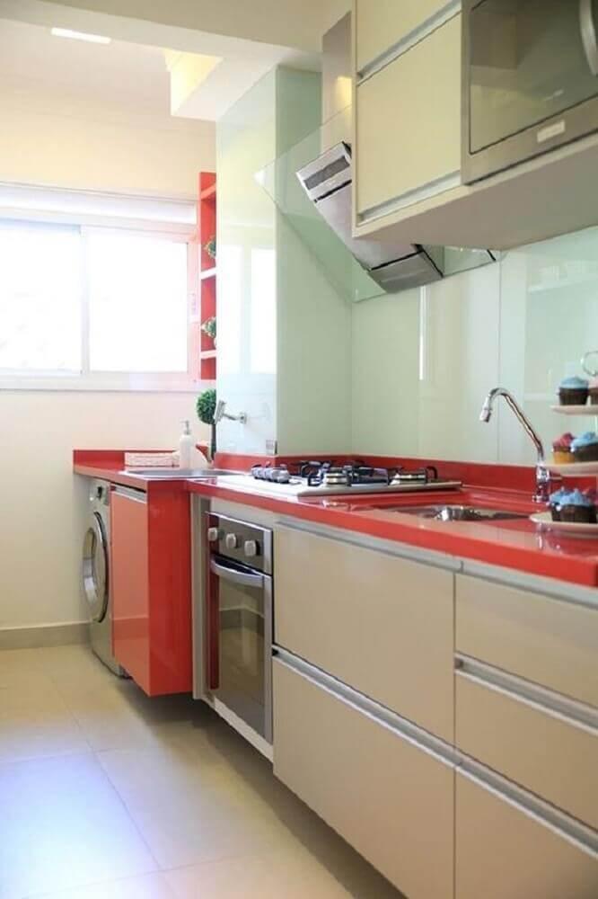 decoração lavanderia pequena vermelha integrada com cozinha Foto Anders widmark