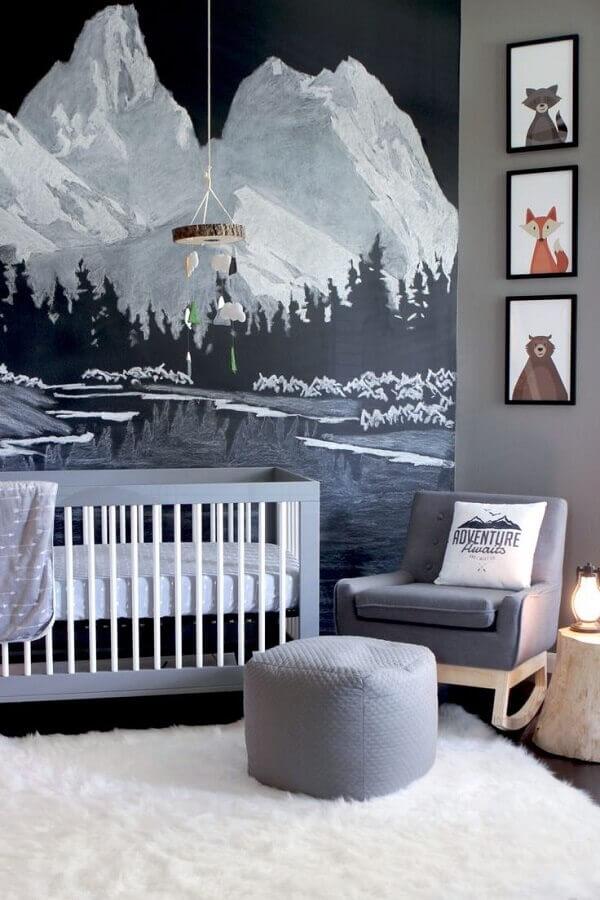 decoração moderna com quadros para quarto de bebê decorado com papel de parede de paisagem de montanha Foto MyBabyDoo