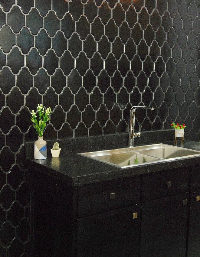 decoração moderna com revestimento 3d para cozinha preta
