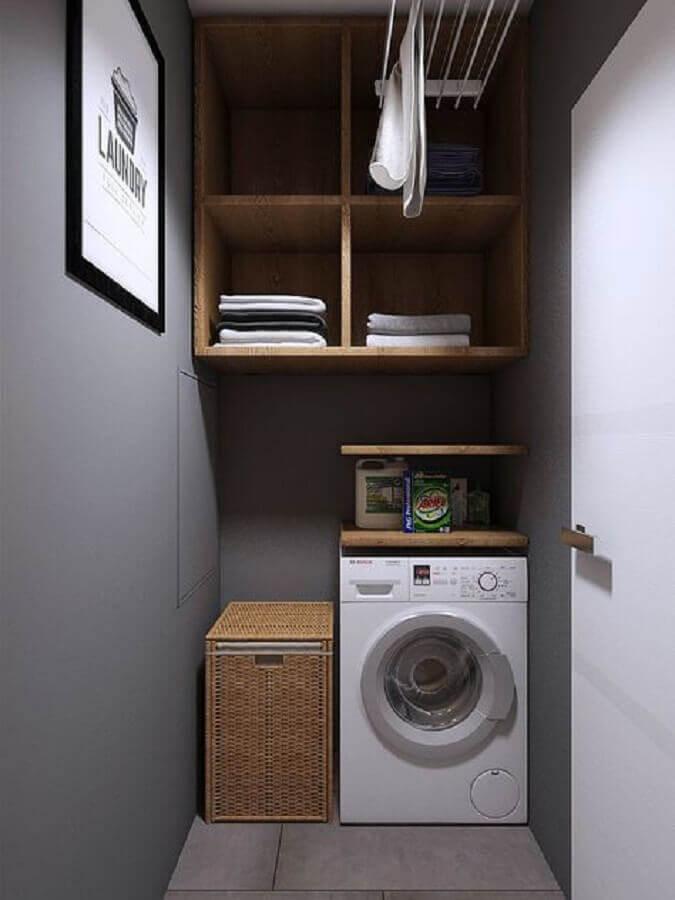 decoração moderna para lavanderia pequena planejada com nichos de madeira e parede cinza Foto Pinterest