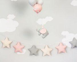 decoração neutra com enfeites para quarto de bebê Foto Etsy