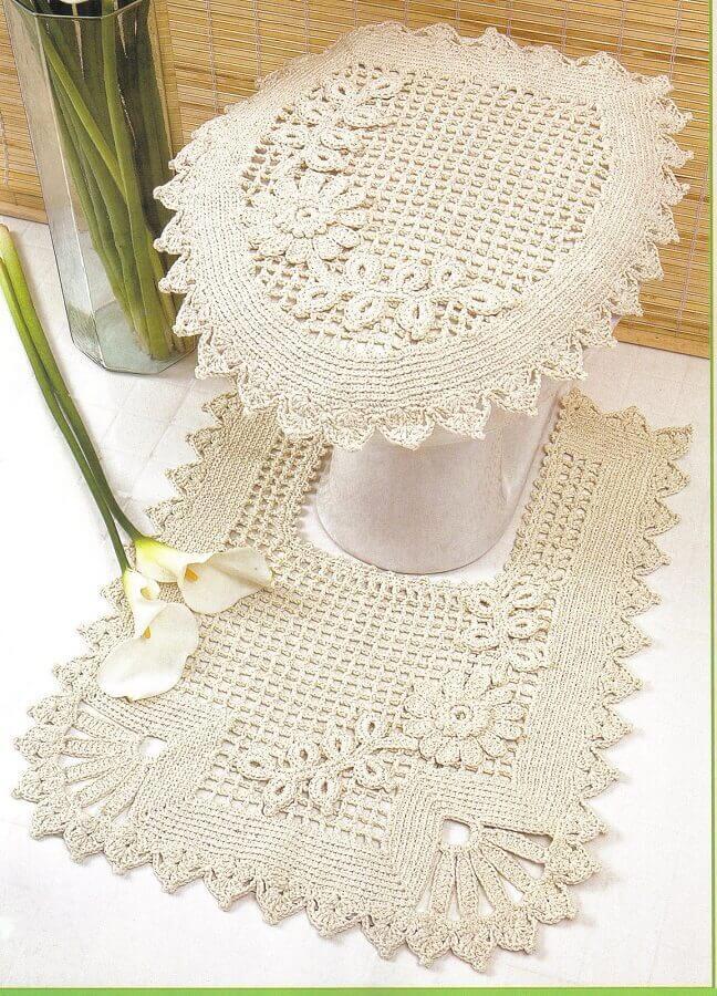 decoração para banheiro com tapete de crochê com flores Foto Assetproject