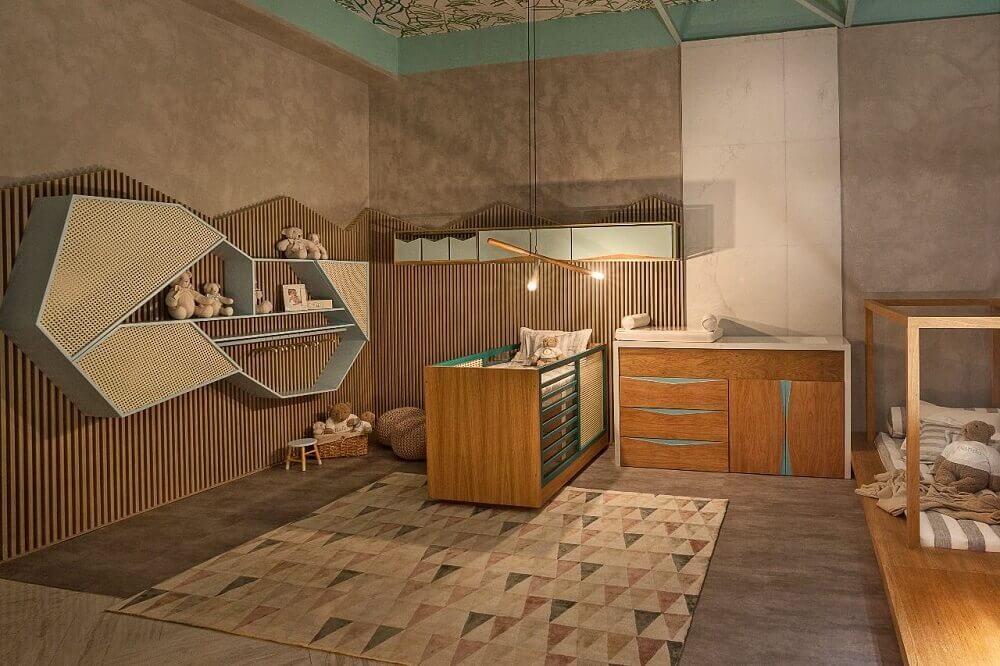 decoração para quarto de bebê moderno com móveis de madeira e parede de cimento queimado Foto Casacor MG 17