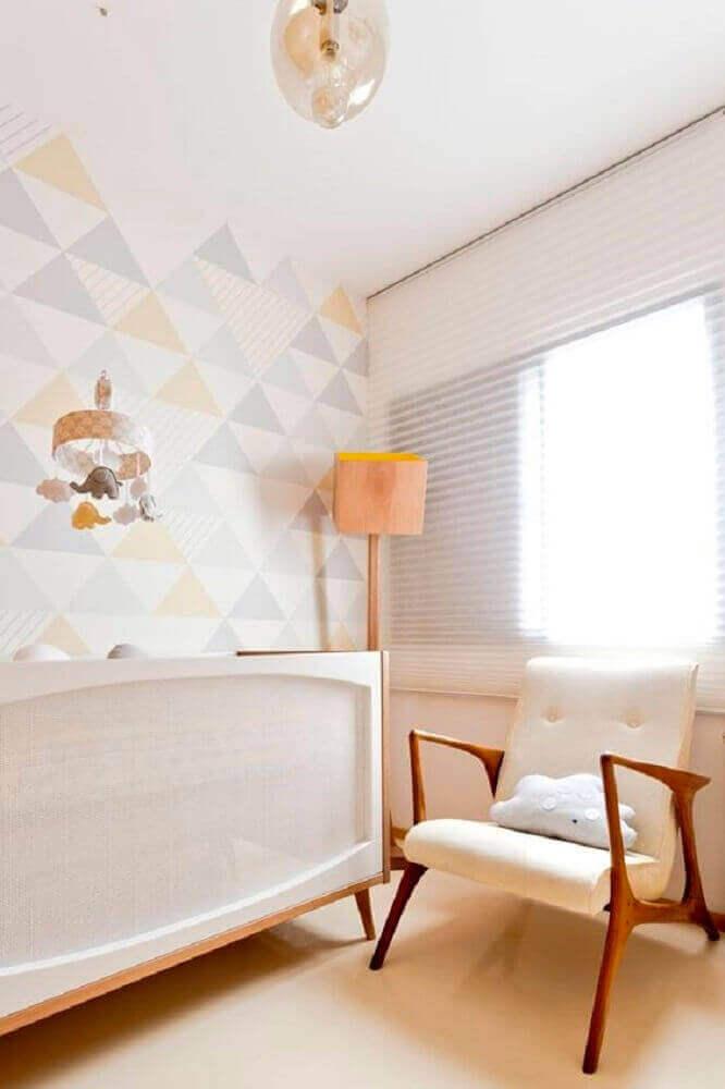 decoração para quarto de bebê moderno com papel de parede em tons pastéis e luminária de madeira Foto Pinterest
