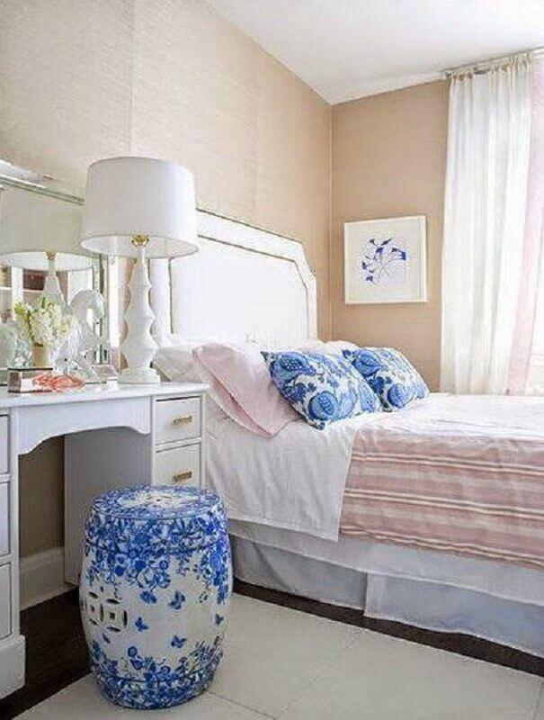 decoração para quarto feminino com azul e parede rosa Foto Pinterest